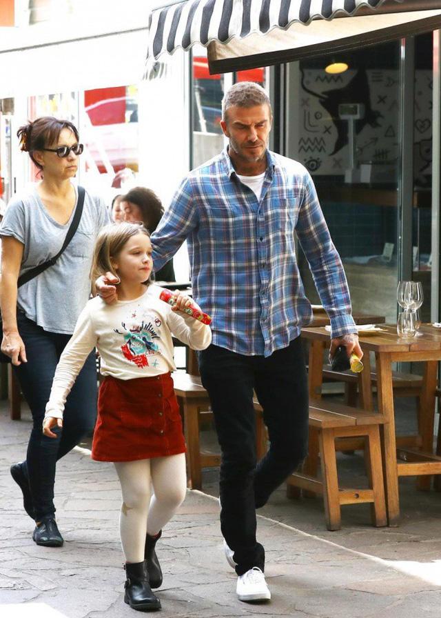 Gia đình Victoria Beckham tụ tập sau phát ngôn gây sốc của David Beckham - Ảnh 4.