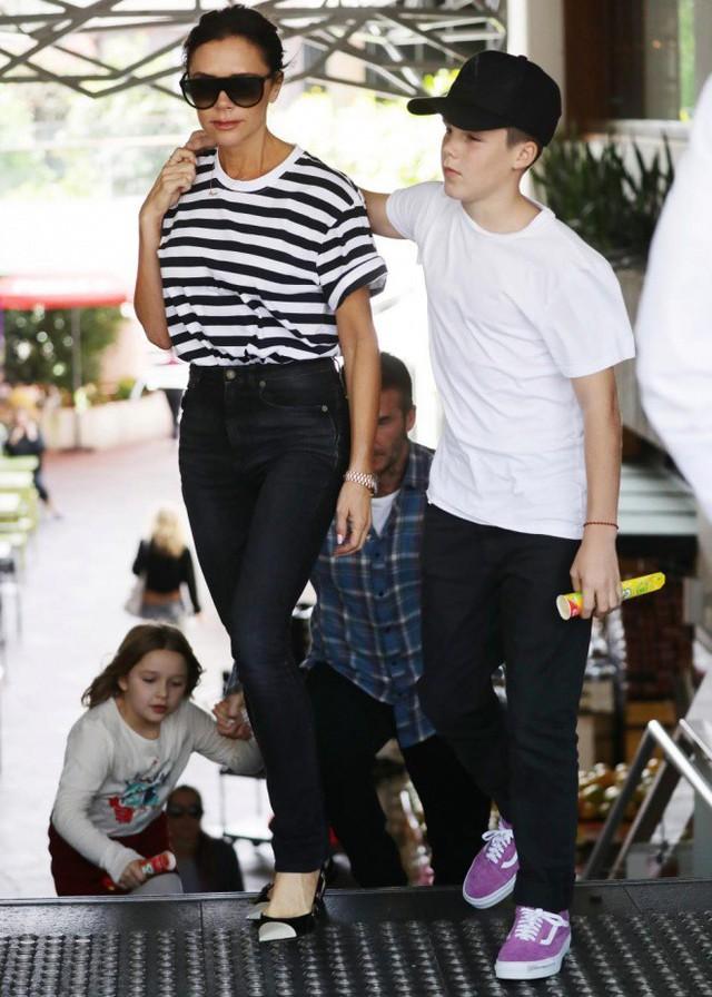 Gia đình Victoria Beckham tụ tập sau phát ngôn gây sốc của David Beckham - Ảnh 3.