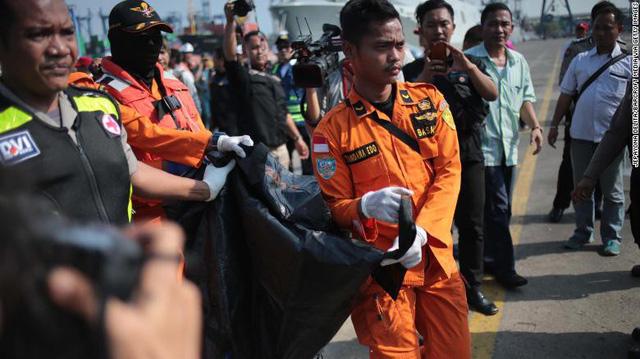 Tai nạn máy bay tại Indonesia: Đã có biểu hiện trục trặc từ chuyến bay trước - Ảnh 1.