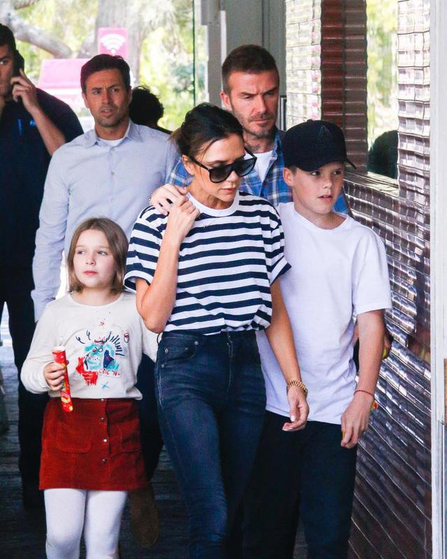 Gia đình Victoria Beckham tụ tập sau phát ngôn gây sốc của David Beckham - Ảnh 2.