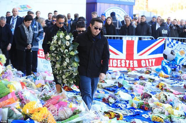 Dàn sao Leicester City bật khóc tức tưởi, tiễn đưa chủ tịch Vichai Srivaddhanaprabha - Ảnh 10.