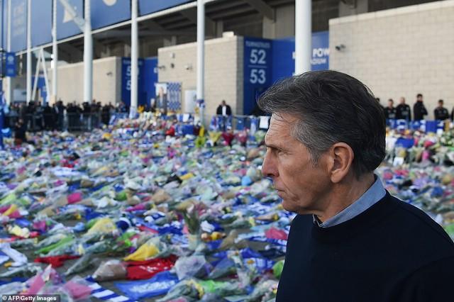 Dàn sao Leicester City bật khóc tức tưởi, tiễn đưa chủ tịch Vichai Srivaddhanaprabha - Ảnh 6.