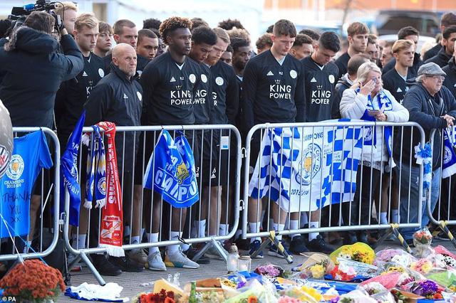 Dàn sao Leicester City bật khóc tức tưởi, tiễn đưa chủ tịch Vichai Srivaddhanaprabha - Ảnh 7.