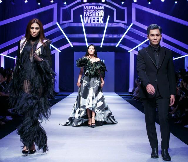Nhìn lại những dấu ấn của Tuần lễ thời trang quốc tế Việt Nam Thu - Đông 2018 - Ảnh 1.