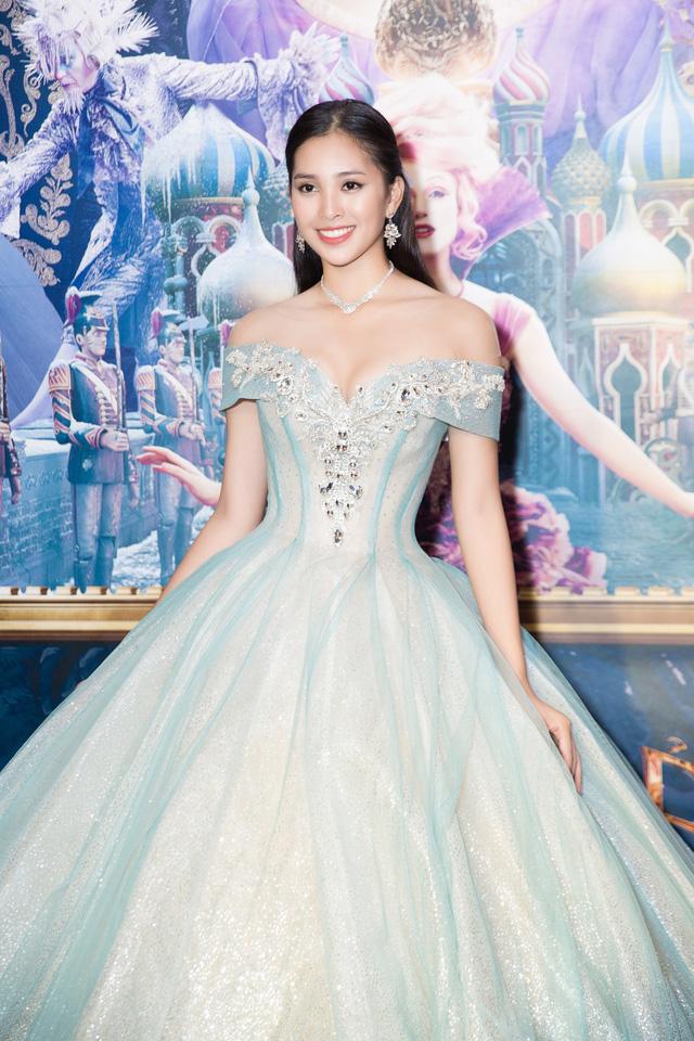 Hoa hậu Tiểu Vy hóa công chúa Disney khoe nhan sắc tuổi 18 yêu kiều - Ảnh 3.