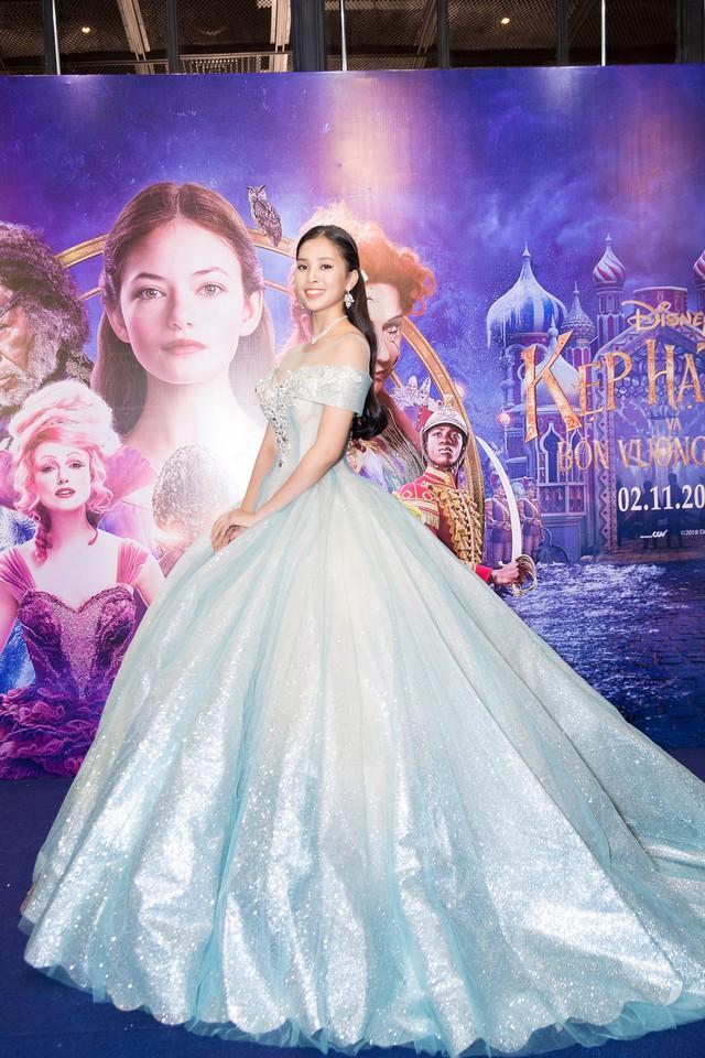 Hoa hậu Tiểu Vy hóa công chúa Disney khoe nhan sắc tuổi 18 yêu kiều - Ảnh 5.