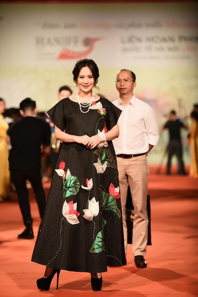 Dàn sao Việt đổ bộ thảm đỏ Bế mạc LHP Quốc tế Hà Nội 2018 - Ảnh 13.