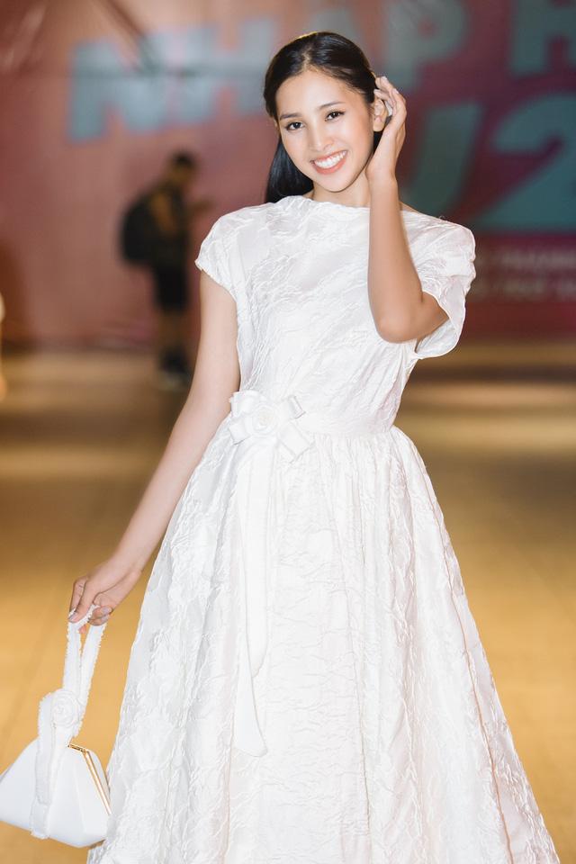 Hoa hậu Tiểu Vy hóa công chúa Disney khoe nhan sắc tuổi 18 yêu kiều - Ảnh 7.