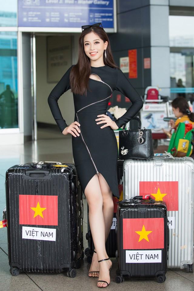 Hoa hậu Tiểu Vy tiễn Á hậu Phương Nga lên đường thi Hoa hậu Hòa bình - Ảnh 1.