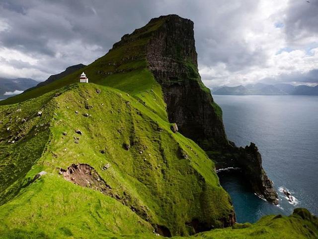 10 địa điểm xa xôi, hẻo lánh nhất thế giới - Ảnh 7.