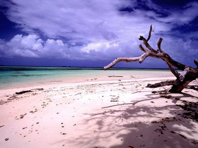 10 địa điểm xa xôi, hẻo lánh nhất thế giới - Ảnh 9.