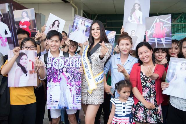 Hoa hậu Tiểu Vy chính thức lên đường dự thi Miss World 2018 - Ảnh 4.