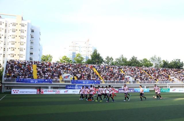 Minh Vương trổ tài sút phạt điệu nghệ tại giải bóng đá phủi - Ảnh 3.