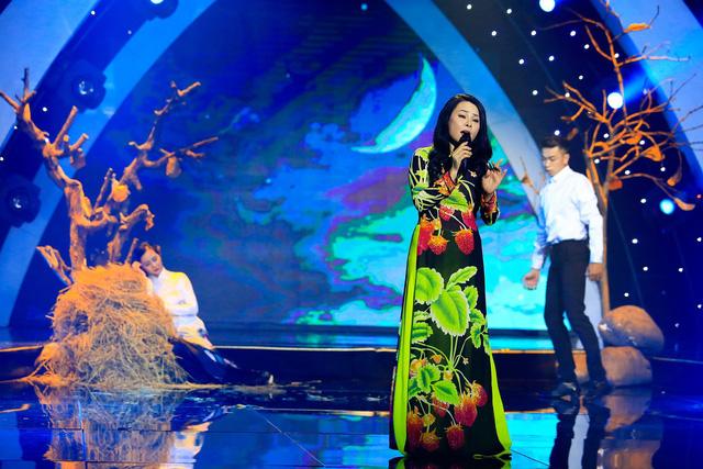 Đông Đào bật khóc trên sân khấu Sol vàng - Ảnh 2.