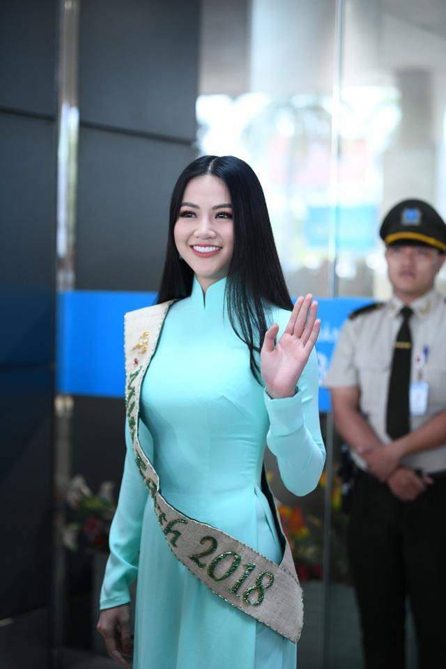 Nguyễn Phương Khánh giản dị trở về nước sau khi đăng quang Hoa hậu Trái đất - Miss Earth 2018 - Ảnh 1.