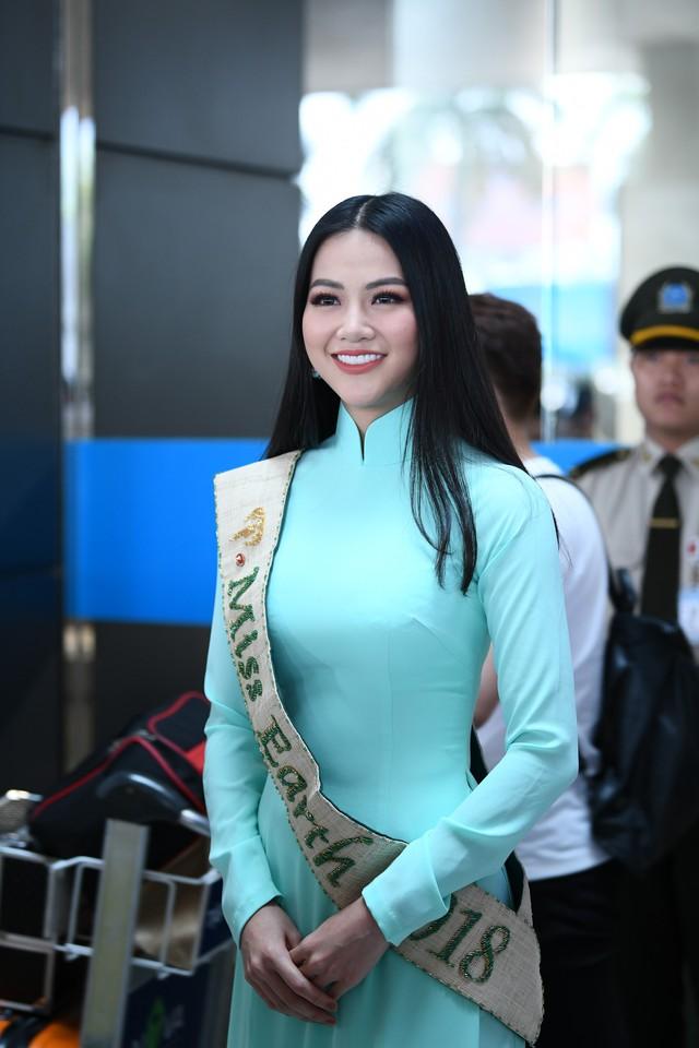 Nguyễn Phương Khánh giản dị trở về nước sau khi đăng quang Hoa hậu Trái đất - Miss Earth 2018 - Ảnh 2.