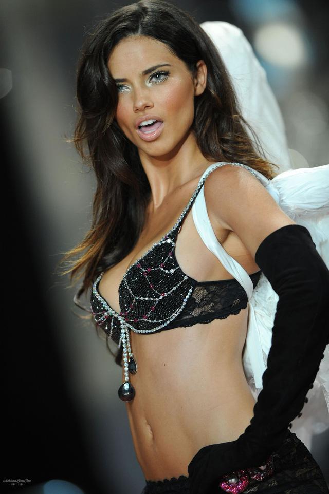 Điểm danh những mẫu nội y Fantasy Bra đình đám nhất lịch sử Victoria's Secret - Ảnh 5.