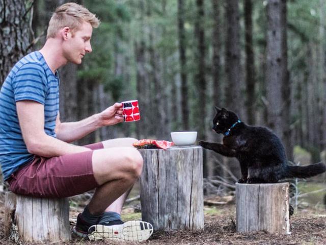 Cảm động câu chuyện về người đàn ông cùng chú mèo chu du khắp Australia - Ảnh 2.