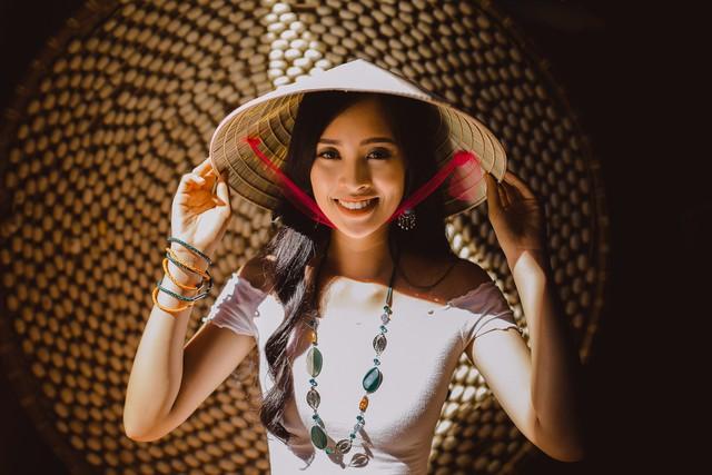 Hoa hậu Tiểu Vy mang món quà Hội An đến Miss World 2018 - Ảnh 5.