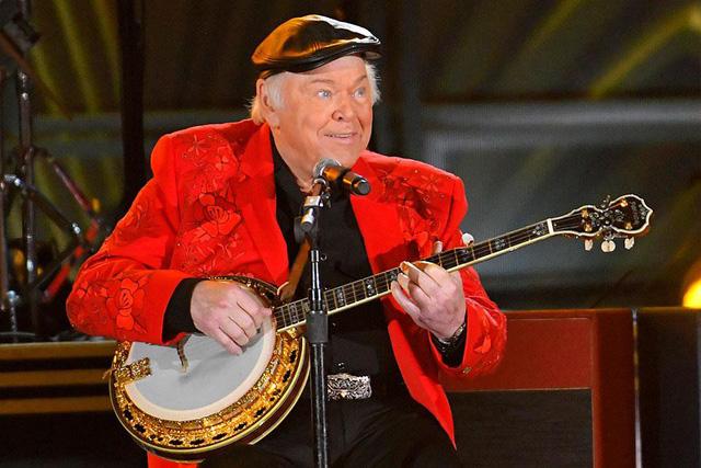 Biểu tượng nhạc đồng quê Roy Clark đã qua đời - Ảnh 1.