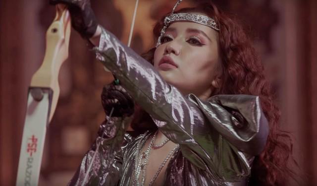 """Ra mắt MV """"Chị Ngả Em Nâng"""", Bích Phương bất ngờ thay đổi phong cách - Ảnh 5."""