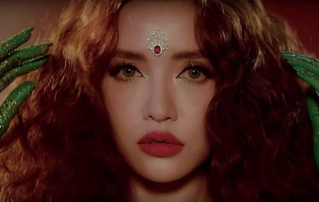 """Ra mắt MV """"Chị Ngả Em Nâng"""", Bích Phương bất ngờ thay đổi phong cách - Ảnh 1."""