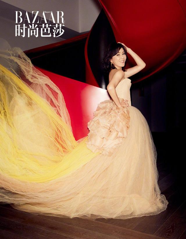 Lưu Gia Linh ở tuổi 52: Mặn mà và quyến rũ - Ảnh 4.