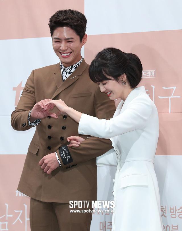 Song Hye Kyo khoe nhan sắc đỉnh cao bên mỹ nam Park Bo Gum - Ảnh 13.