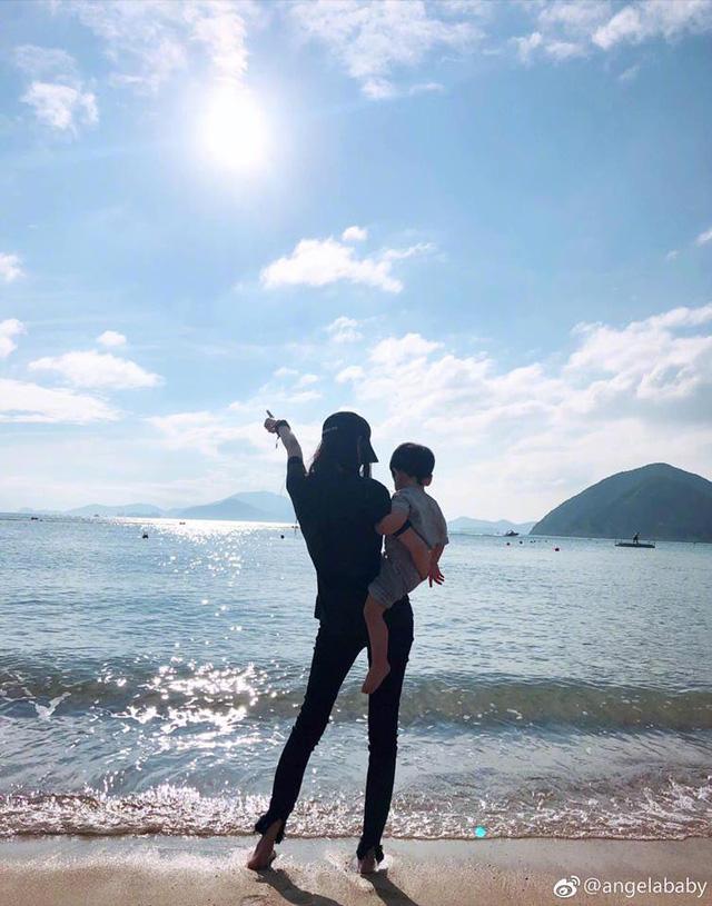 Angelababy và con trai lộ diện trên mạng xã hội, vắng bóng Huỳnh Hiểu Minh - Ảnh 1.