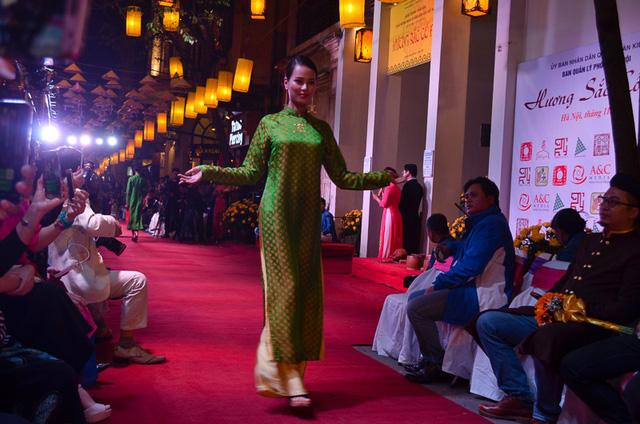 Khai mạc chuỗi sự kiện Hương sắc cố đô tại Hà Nội - Ảnh 8.