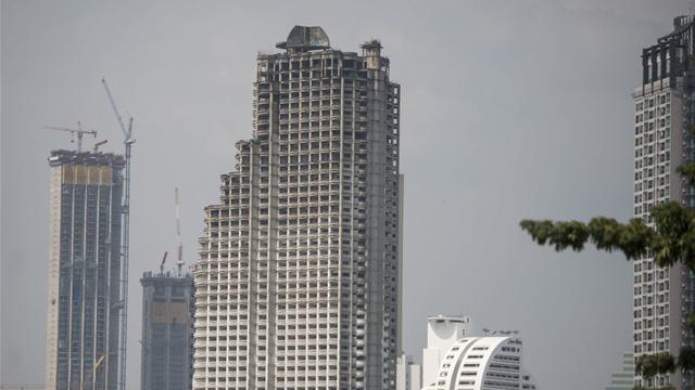 Sức hút kì lạ của tòa tháp ma ám ở Thái Lan - Ảnh 2.