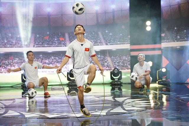 Thí sinh 100 giây rực rỡ tái hiện giây phút lịch sử của U23 Việt Nam - Ảnh 1.