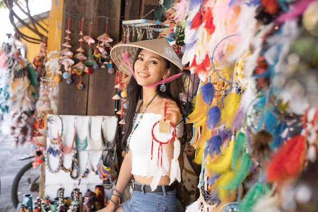 Hoa hậu Tiểu Vy mang hình ảnh Hội An đến Miss World 2018 - Ảnh 3.