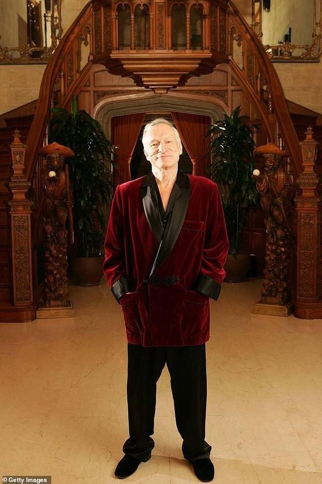 Bộ đồ ngủ của ông trùm Playboy Hugh Hefner chính thức lên sàn đấu giá - Ảnh 1.