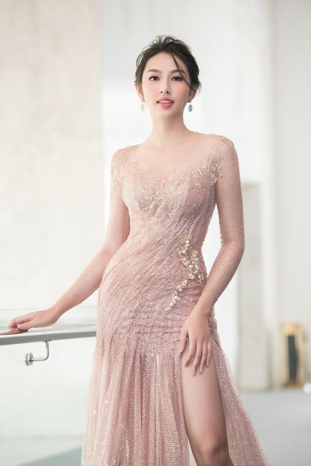 Trở về từ Miss International 2018, Thùy Tiên đầy ngọt ngào làm vedette - Ảnh 8.