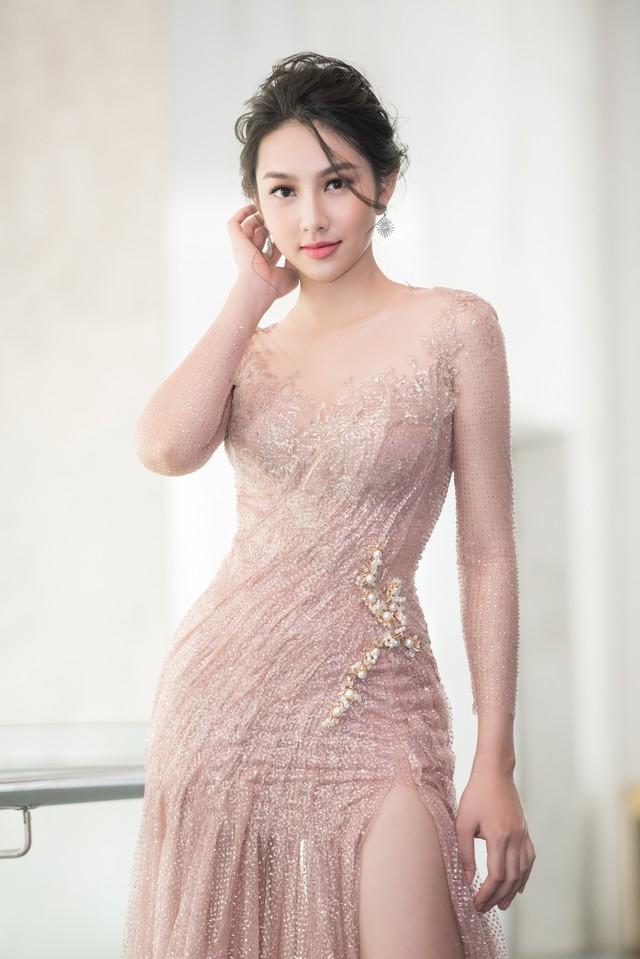Trở về từ Miss International 2018, Thùy Tiên đầy ngọt ngào làm vedette - Ảnh 7.