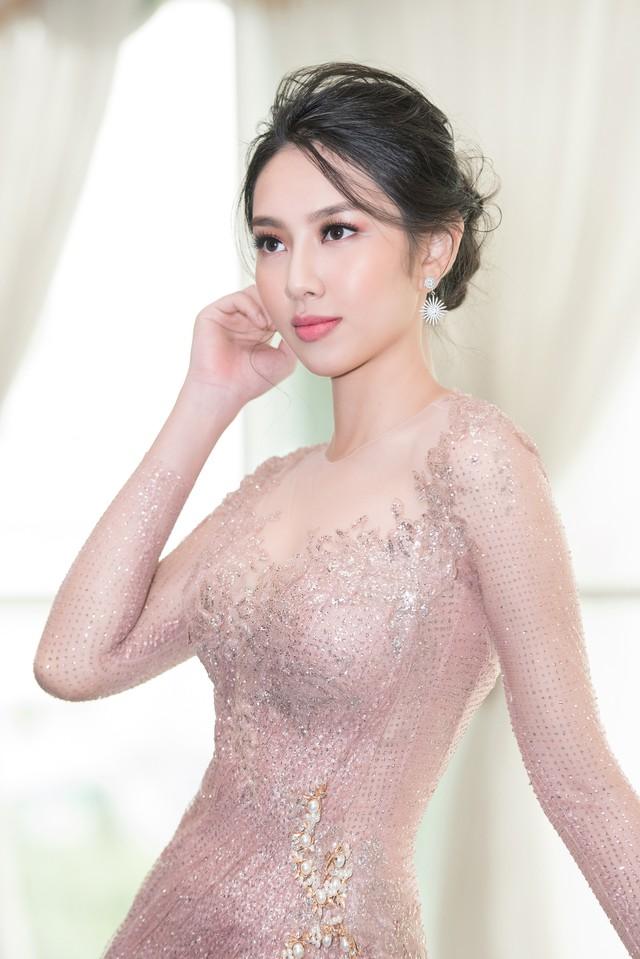 Trở về từ Miss International 2018, Thùy Tiên đầy ngọt ngào làm vedette - Ảnh 6.