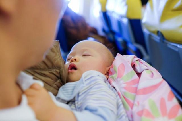 Kinh nghiệm khi đi máy bay với trẻ nhỏ giúp giảm căng thẳng - Ảnh 6.