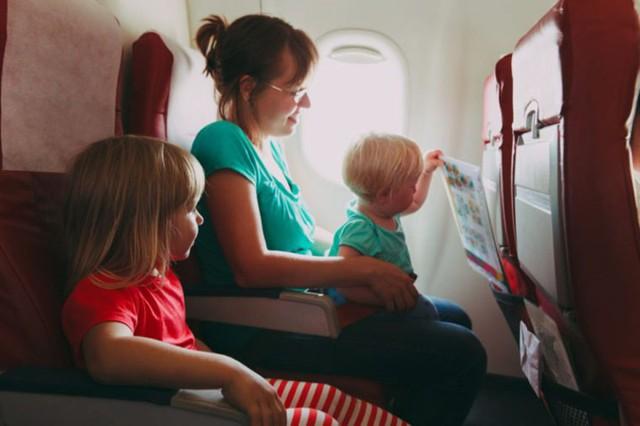 Kinh nghiệm khi đi máy bay với trẻ nhỏ giúp giảm căng thẳng - Ảnh 7.