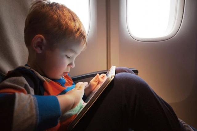 Kinh nghiệm khi đi máy bay với trẻ nhỏ giúp giảm căng thẳng - Ảnh 10.