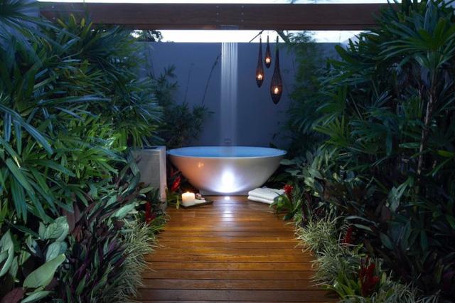 Những mẫu phòng tắm ngoài trời tuyệt đẹp - Ảnh 10.