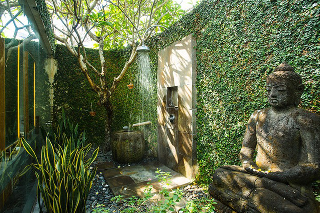 Những mẫu phòng tắm ngoài trời tuyệt đẹp - Ảnh 1.