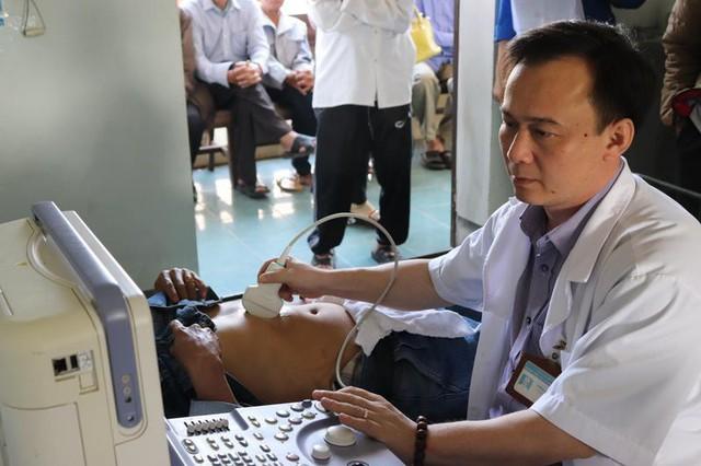 Hà Tĩnh: 1.000 người dân được khám, cấp thuốc miễn phí và lập hồ sơ sức khỏe - Ảnh 2.