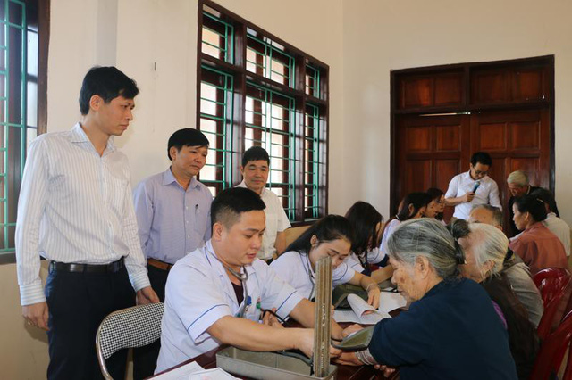 Hà Tĩnh: 1.000 người dân được khám, cấp thuốc miễn phí và lập hồ sơ sức khỏe - Ảnh 1.