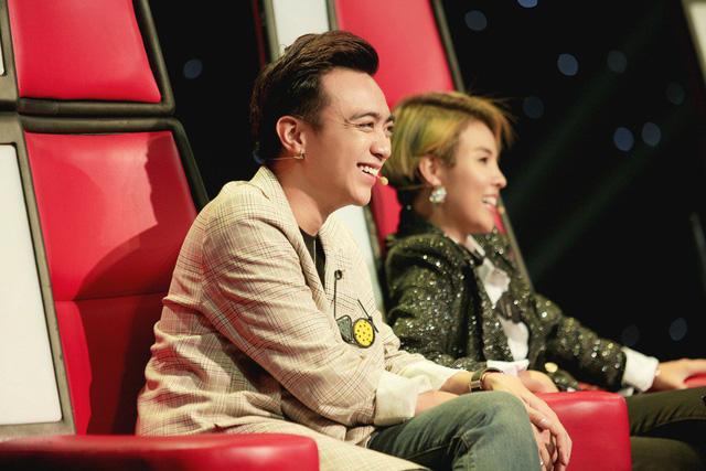 Hồ Hoài Anh khiến người xem bật cười khi đưa ca khúc Như lời đồn của Chi Pu tới Giọng hát Việt nhí - Ảnh 2.