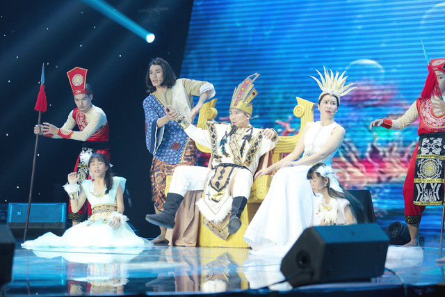 Hồ Hoài Anh khiến người xem bật cười khi đưa ca khúc Như lời đồn của Chi Pu tới Giọng hát Việt nhí - Ảnh 1.