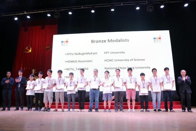 Đại học Bách khoa Hà Nội thắng lớn tại Olympic tin học sinh viên và ICPC châu Á 2018 - Ảnh 18.
