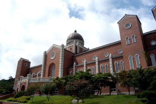 Chiêm ngưỡng ngôi trường xuất hiện trong hơn 100 bộ phim Hàn Quốc - Ảnh 1.