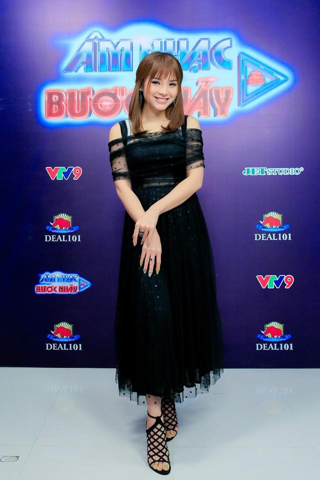 Phương Trinh Jolie, Ái Phương giới thiệu hit mới tại Âm Nhạc & Bước Nhảy - Ảnh 1.