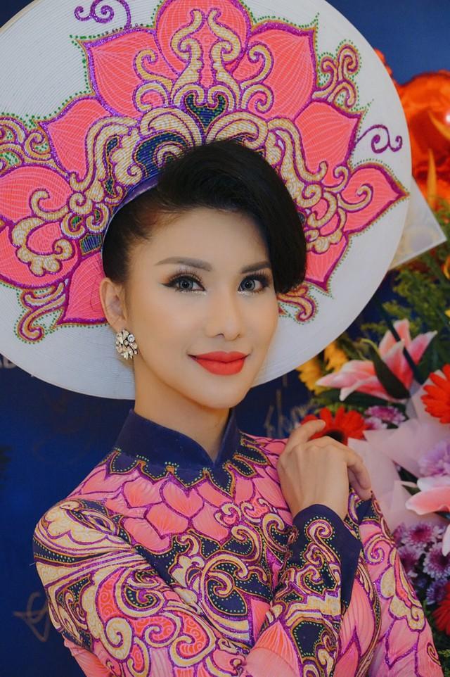 Loan Vương đăng quang Hoa hậu Quý bà quốc tế 2018 - Ảnh 4.